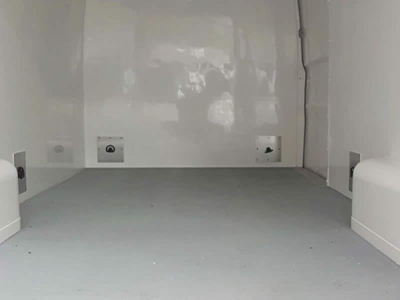 Isolatiewand met sjor-ogen